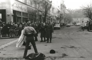 1989 – FORRADALOM A NÉGY FAL KÖZÖTT