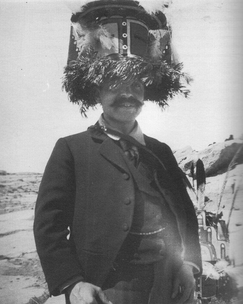 Aby Warburg indián maszkban