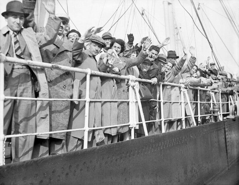 Németországi zsidó menekültek érkeznek Angliába, washingtopost.com