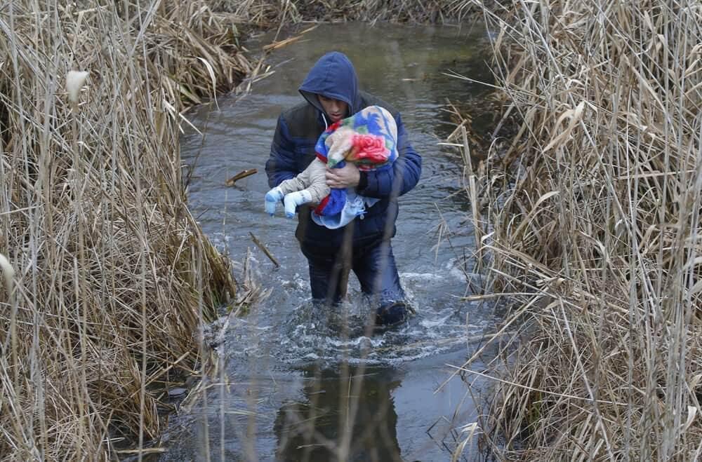 Emberár – A modern népvándorlás szemtanúi | Balogh László képei