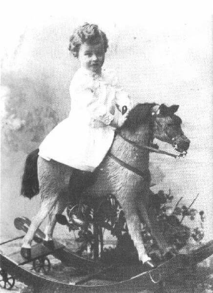 ludwig-wittgenstein-on_rocking_horse