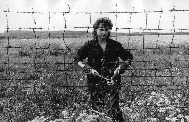 """A """"vasfüggöny"""" lebontása a magyar-osztrák határon, 1989. Képszám: 40703. Adományozó: Urbán Tamás. fortepan.hu"""