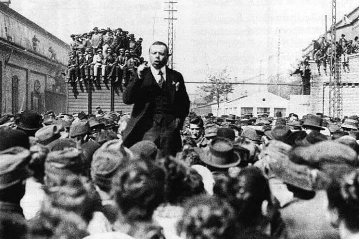 Kun Béla Csepelen beszédet tart a munkásoknak, wikimedia.org