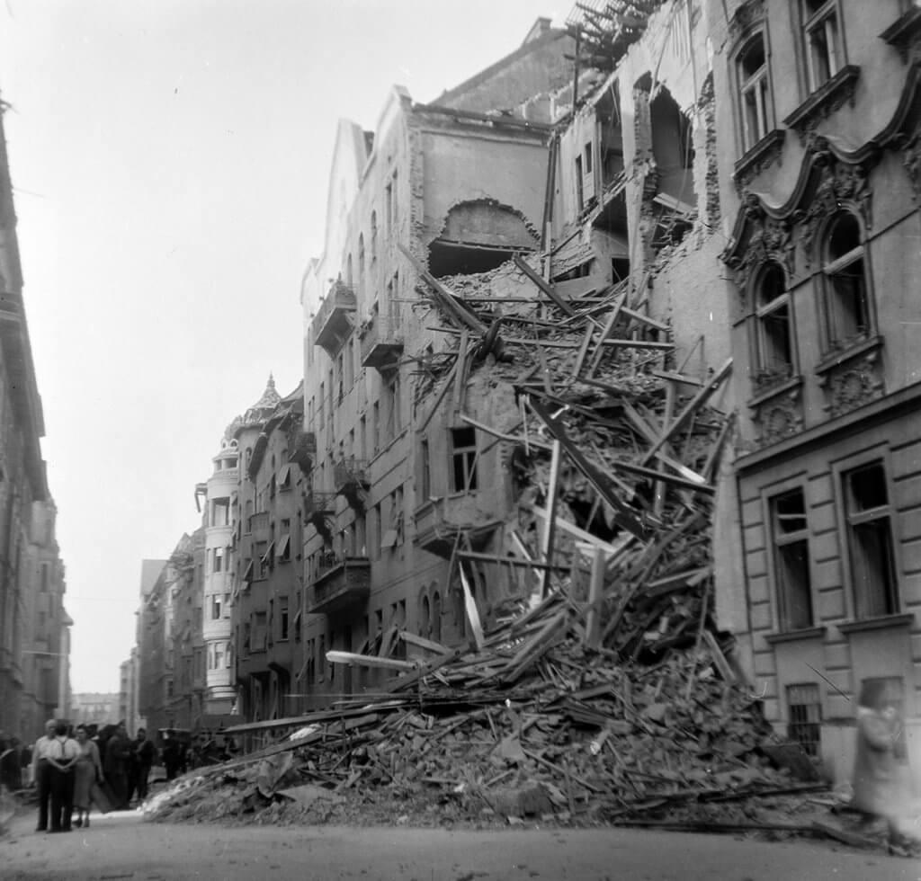LÉGIRIADÓ 1944-BEN, BUDAPESTEN